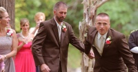 Este padre detuvo la boda de su hija e hizo llorar a todos