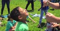 VIDEO: La manera más épica de sacarle un diente de leche a un niño