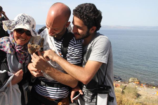 """""""Esta familia griega trajo a su amado gato todo el camino a Grecia"""""""