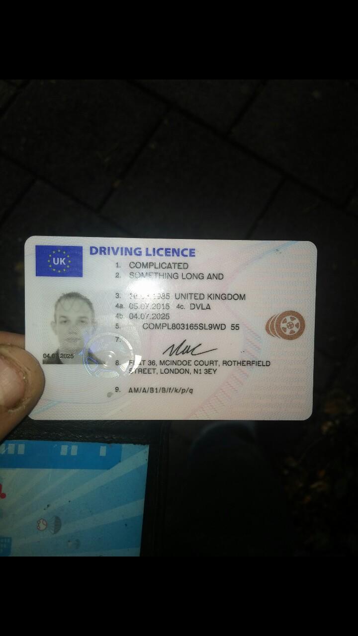 Licencia de conducir del hombre con extraño nombre