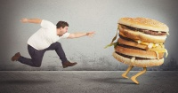 Cuánto tienes que correr para quemar las calorías de una hamburguesa
