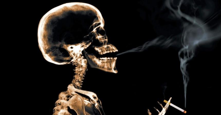 Amantes sensuales que son fumadores