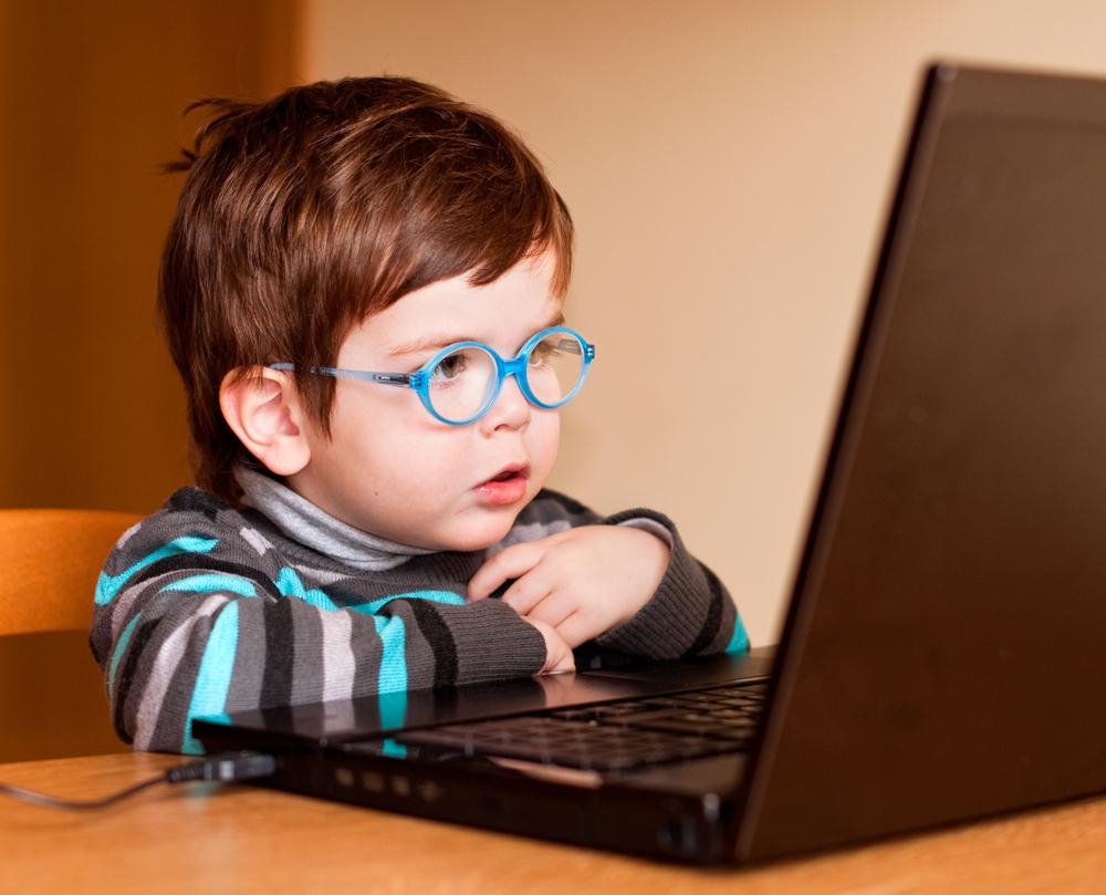 niño-computador
