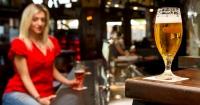 Atención bebedores: La cerveza ayudaría a tener un mejor rendimiento sexual