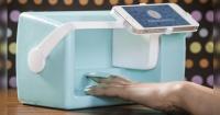 Esta extraordinaria máquina imprime emojis en tus uñas en sólo segundos