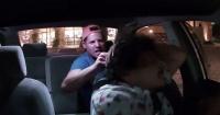 VIDEO: Pasajero ebrio golpea a taxista y éste debe rociarlo con gas pimienta