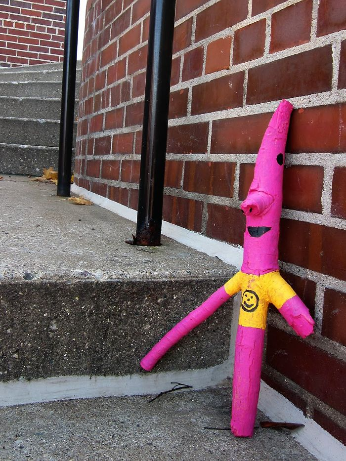 banksy-inspires-10-year-old-girl-to-create-family-friendly-street-art-4__700 (1)