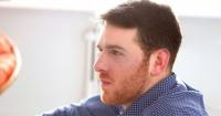 ¿Por qué algunos hombres tienen barba pelirroja aunque su cabello sea de otro color?