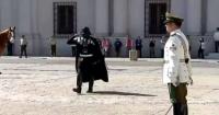 Fiebre Star Wars: policía chilena se pasa al lado oscuro de la fuerza con un espectacular homenaje