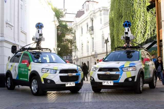 Estos son los autos que toman las fotos de las calles.