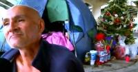 Cuando a este vagabundo le quitaron el árbol de navidad la comunidad hizo algo hermoso