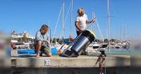 El invento de dos surfistas que podría salvarnos de la contaminación en los océanos