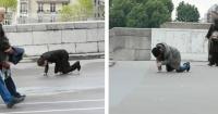 Así reacciona la gente cuando una persona vestida de traje y la otra no caen al suelo