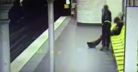 Este ladrón le roba a este tipo en el metro y luego le salva la vida
