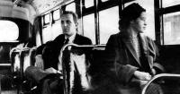 Hace 60 años ella se negó a ceder su asiento y cambió la historia