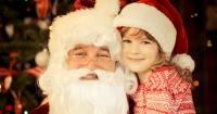 Niña confunde a un desconocido con Santa en el supermercado y él le sigue la corriente
