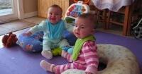 La adorable reacción de estos bebés al saber que su papá ya volvió del trabajo