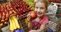 El supermercado al que todos los niños aman ir porque les da obsequios