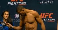 """La anfitriona de la UFC que se """"derritió"""" al ver a los luchadores sin ropa"""