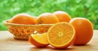 ¿El color naranja se llama así por la fruta o es al revés?