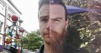 Se sacó 365 selfies. No se afeitó, ni se cortó el pelo durante un año y este es el resultado