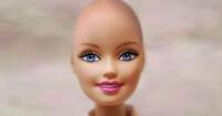 ¿Barbie sin pelo? Esta niña inició una campaña para que así sea