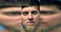 No creerás la razón por la que este hombre intentó asesinar a su esposa mientras amamantaba a su bebé