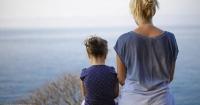 Esta niña sufrió el abandono de su padre, pero le dio una conmovedora lección de perdón a su madre