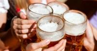 VIDEO: La desenfrenada religión en la que los amantes de la cerveza querrán apuntarse