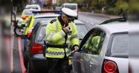 Policía le pidió los documentos por un control rutinario y mira lo que hizo con sus datos