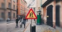 Pronto deberías ver esta controversial señalética en las calles. ¿Sabes qué significa?