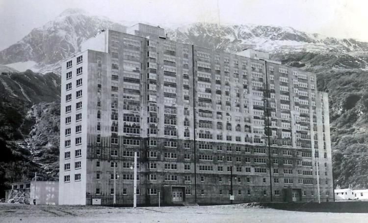 Parece un edificio común y corriente, nada es lo que Parece