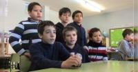 Hacían un trabajo para la escuela, ahora juntan dinero para salvarle la vida a su profesora