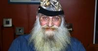 Este hombre afeitó su barba por primera vez en 40 años por una hermosa razón