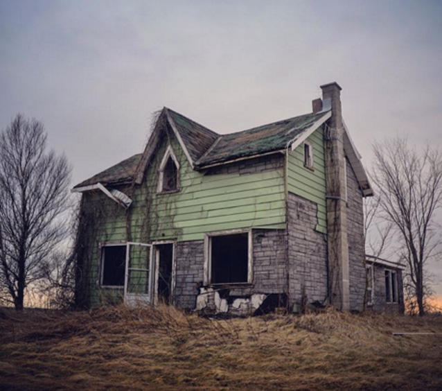 f26ws-abandoned-home-man-1