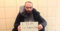 Este hombre vive desde hace más de un año en un aeropuerto en Turquía