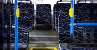 La asquerosa razón por la que los autobuses tienen estos estampados