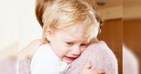 ¡Comprobado! Los bebés se portan peor cuando están con su mamá según los científicos