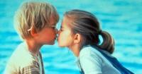 La verdadera razón de por qué la gente cierra los ojos al besarse no es para nada romántica