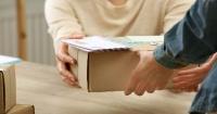 Compró DVDs por internet y quedó en shock con lo que encontró dentro de la caja