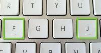 """Revelan por qué las letras del teclado """"F"""" y """"J"""" tienen una rayita abajo"""