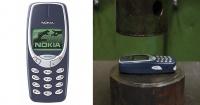 El celular más indestructible del mundo ¿Podrá sobrevivir a una prensa hidráulica?