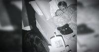 Parece la foto de un perro durmiendo con un niño, pero esconde algo mucho más grande