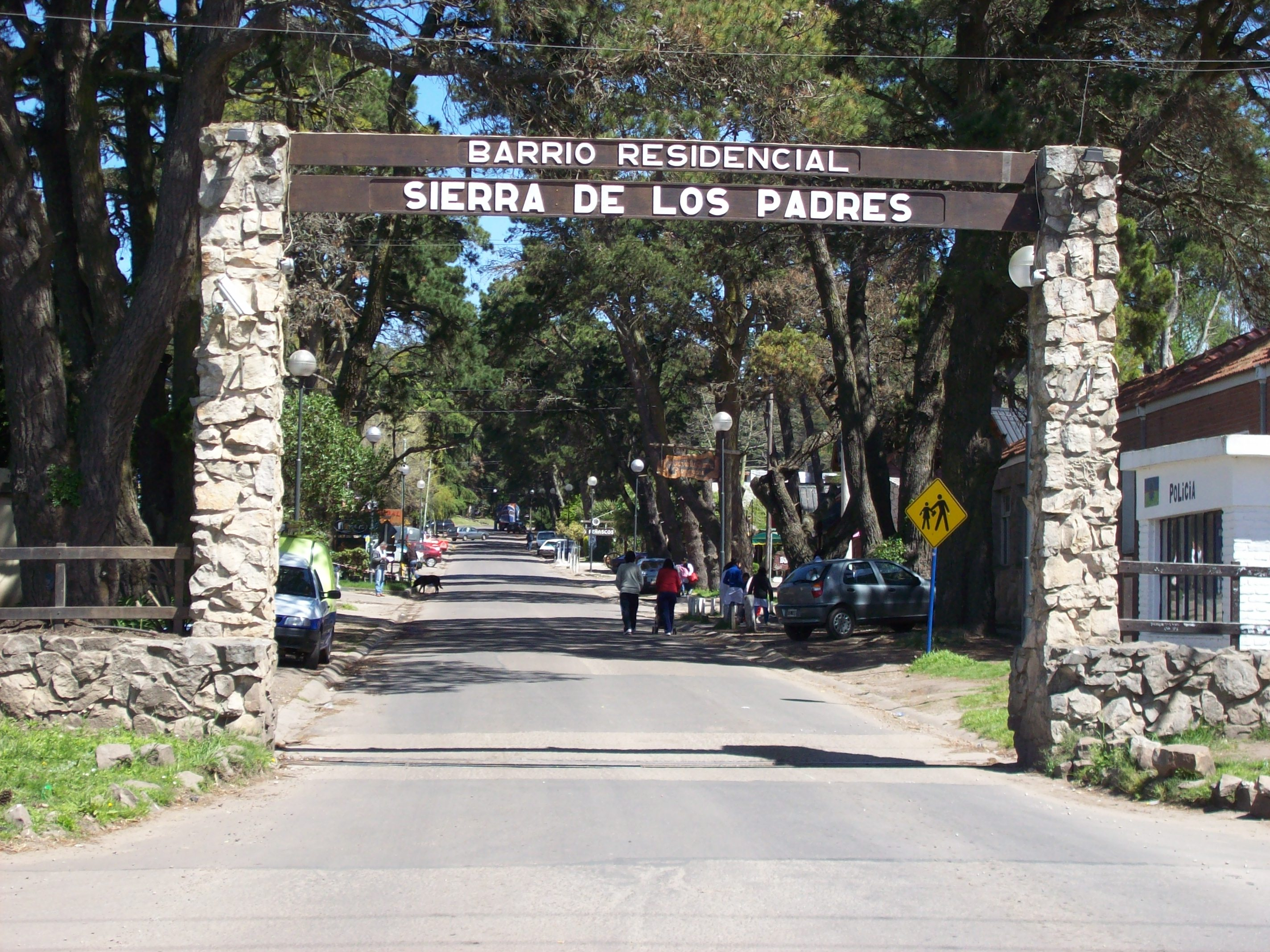 Sierra_de_los_Padres_main_entrance