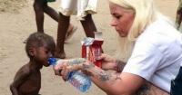 Este niño fue encontrado desnutrido en las calles de Nigeria y hoy luce completamente diferente