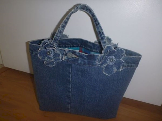 Bolso hecho con jeans viejos