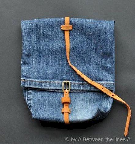 Mochila hecha a partir de pantalones viejos