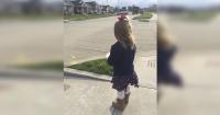 Desde hace un año esta niña espera afuera de su casa al camión de la basura