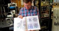 Este científico cosecha copos de nieve y demuestra que la naturaleza es una verdadera artista