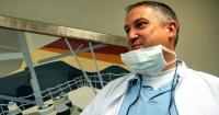 """La macabra historia por la que este hombre fue bautizado como el """"dentista del horror"""""""